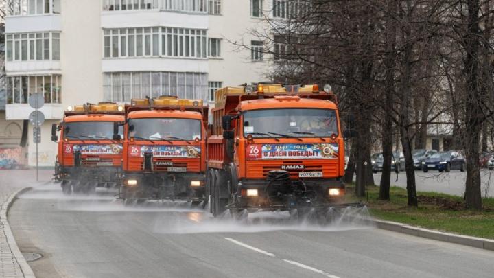 Теперь и летом: улицы Екатеринбурга начали мыть «Бионордом»