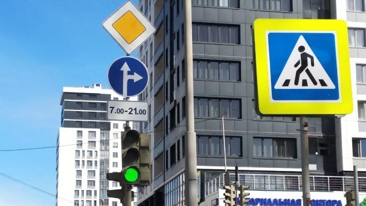 Возле «Екатеринбург Арены» отменили левый поворот на перекрестке, где были вечные пробки