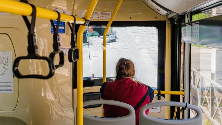«Угрожал, что жить осталось недолго»: пассажир автобуса избил кондуктора из-за просьбы надеть маску