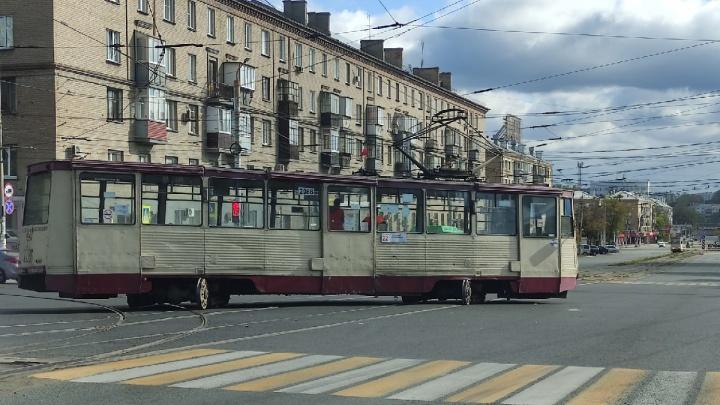 Дрифт с пассажирами: в Челябинске рядом с Теплотехом снова сошел с рельсов трамвай