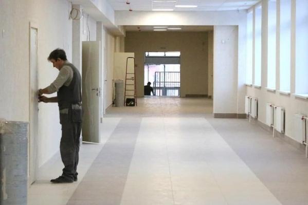 """В Рудничном районе строят допблок начальной школы лицея <nobr class=""""_"""">№ 89</nobr> на 300 мест. Сейчас выполнено 65% работ<br>"""