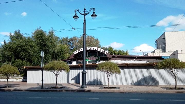 Кафе возле краеведческого музея огородили забором. Здесь может появиться ресторан