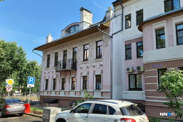 Офисное здание пристроено к жилому дому