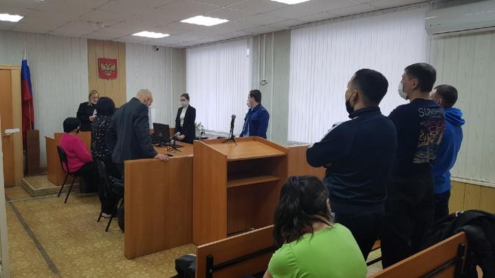 В Омске вынесли приговор банде сутенеров