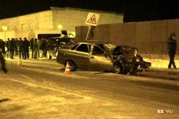Столкновение на Мурзинской в ноябре 2017 года унесло жизни водителя Lada Priora и его пассажирки