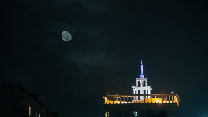 Над Новосибирском взойдет огромная Луна — она подойдет к Земле максимально близко в этом году