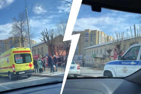 СотрудниковОбластной клинической психиатрической больницы вывели на улицу