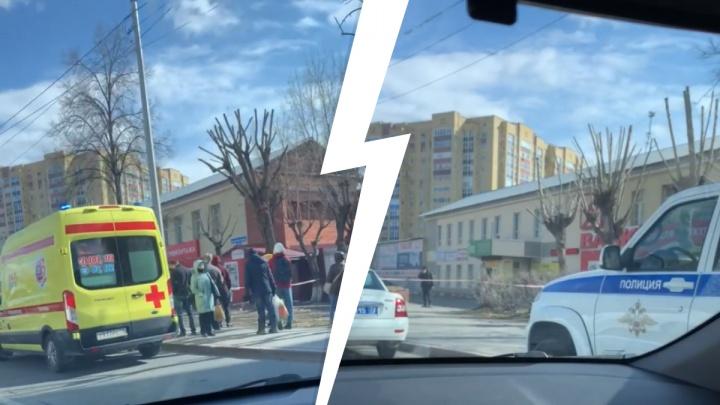 Снова эвакуация: в Тюмени сотрудников психдиспансера вывели на улицу