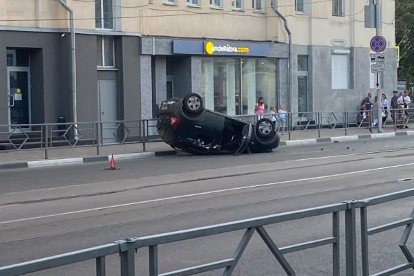 Судя по всему, машина проехала какое-то расстояние на крыше