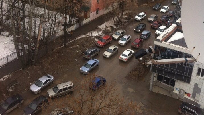 Пробки встали во дворах. Как Пермь переживает первый день реконструкции улицы Попова