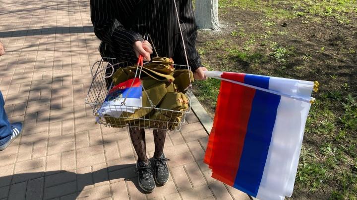 Нажилась на патриотизме: в Уфе несовершеннолетняя девушка продавала пилотки и флажки во время парада Победы