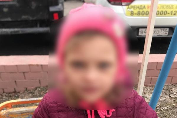 Девочку нашли прохожие на улице Мельникайте