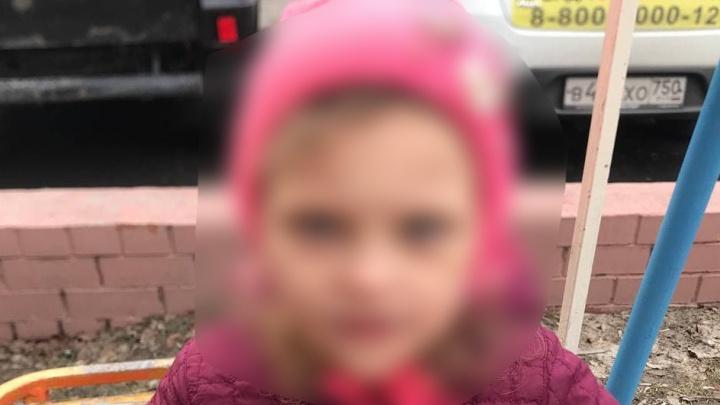 В Тюмени прохожие нашли маленькую девочку, которая ничего не знает о себе