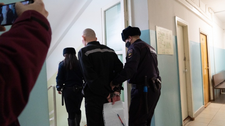 Бизнес в тюрьме: осужденный звонил омским пенсионерам и разводил их на деньги