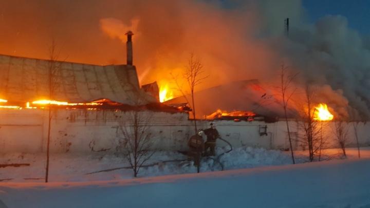 Крупный пожар в Оранском мужском монастыре: огонь охватил 700 квадратных метров площади
