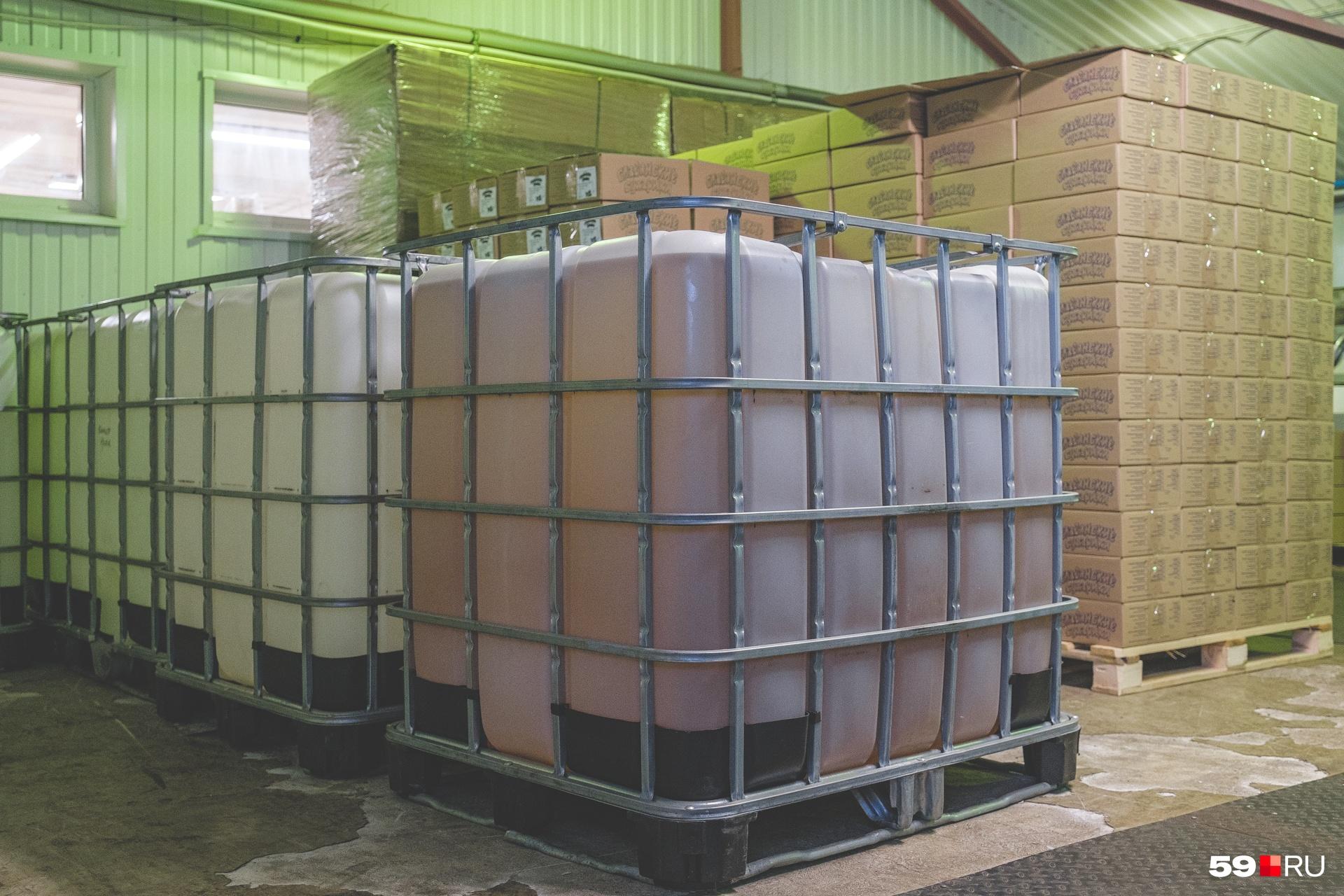 Масло привозят из города Копейска в Челябинской области. Одного «куба» хватает на неделю