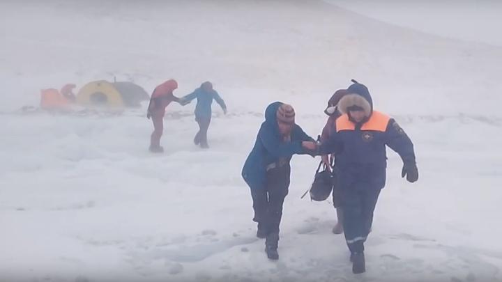 «Людей сдувало»: красноярцы рассказали, как пережили страшную метель на Ольхоне