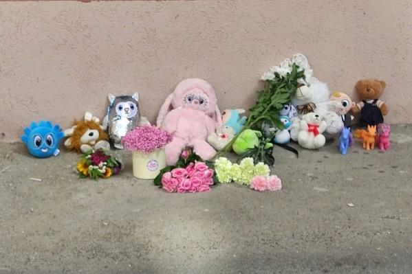 Неравнодушные жители почтили память ребенка