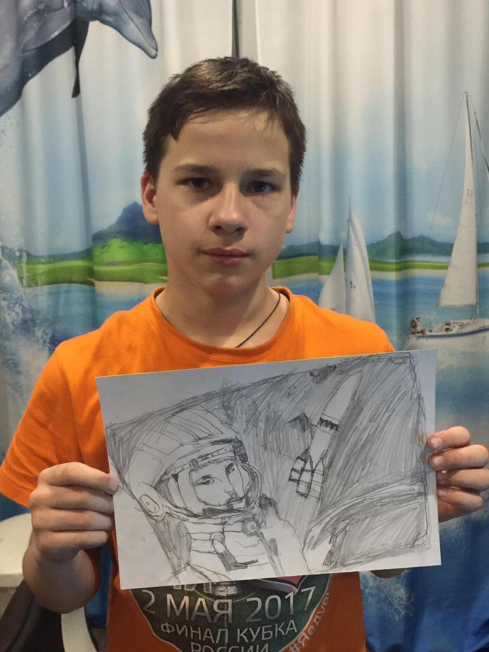 Ярославу сложно поддержать беседу, но он может говорить с миром с помощью своих картин