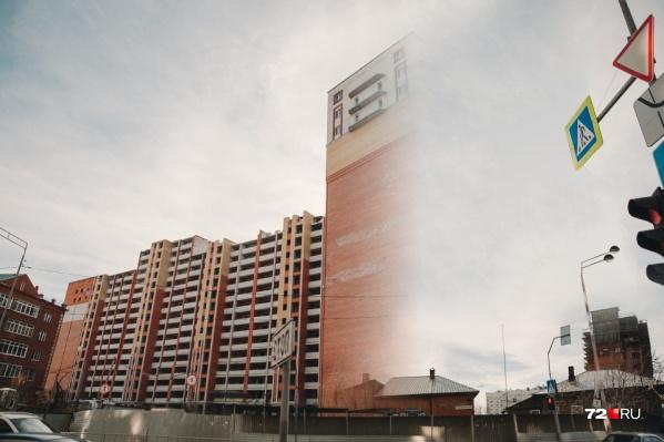Через год от многоэтажки, признанной аварийной в 2013 году, не останется и следа