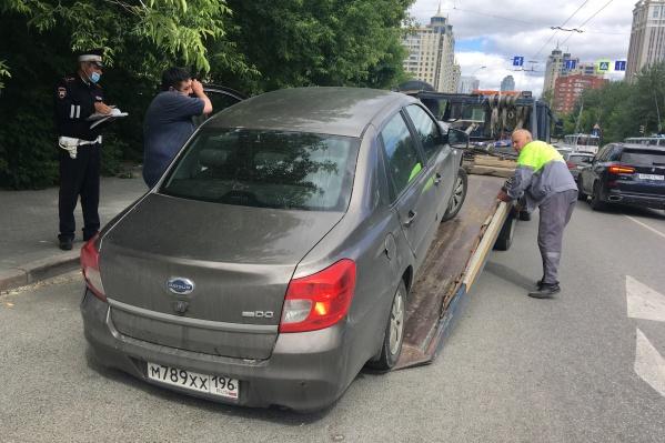 В Екатеринбурге автоинспекторы и приставы устроили рейд против нарушителей и должников
