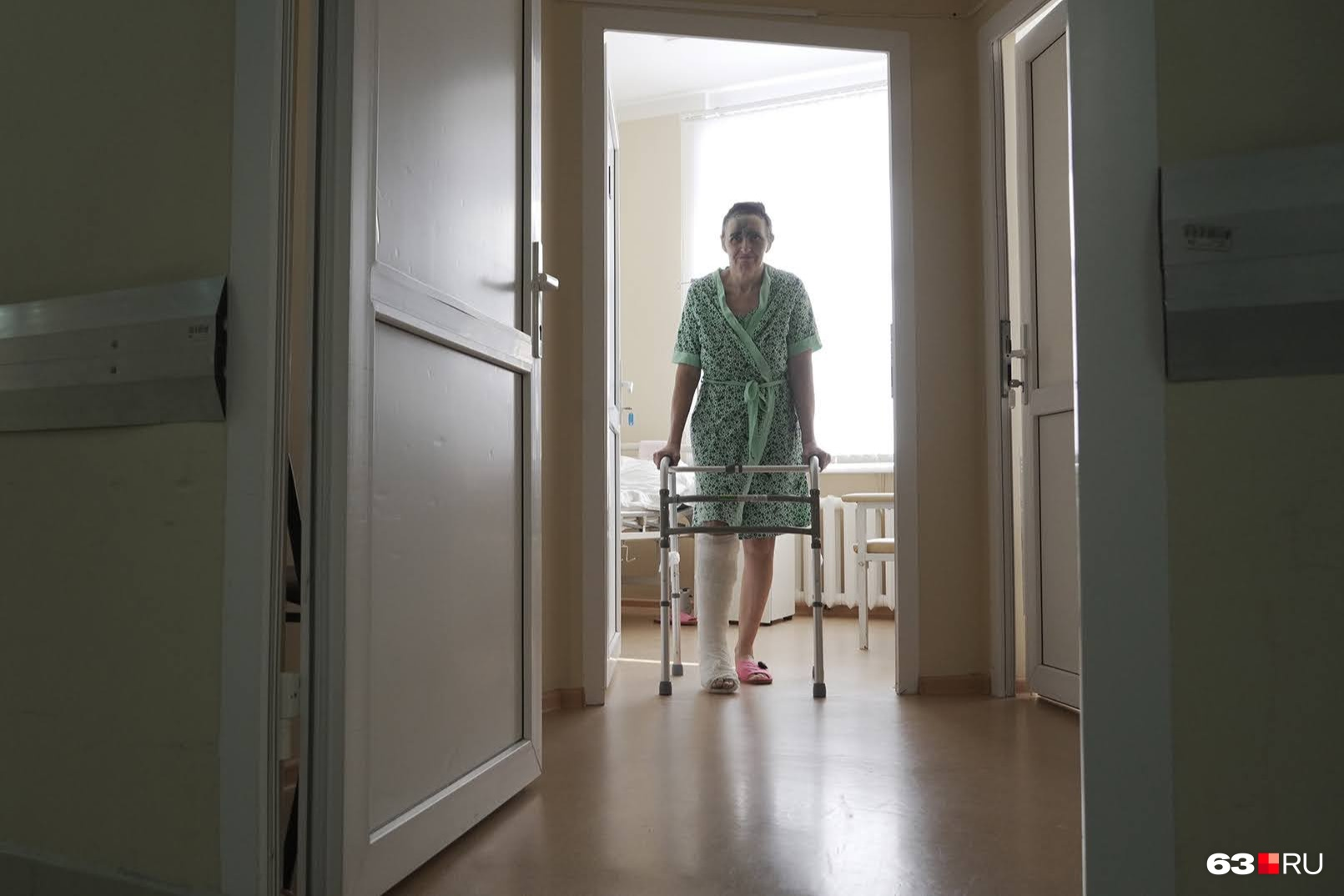Любовь смогла встать на ноги через несколько дней после операции