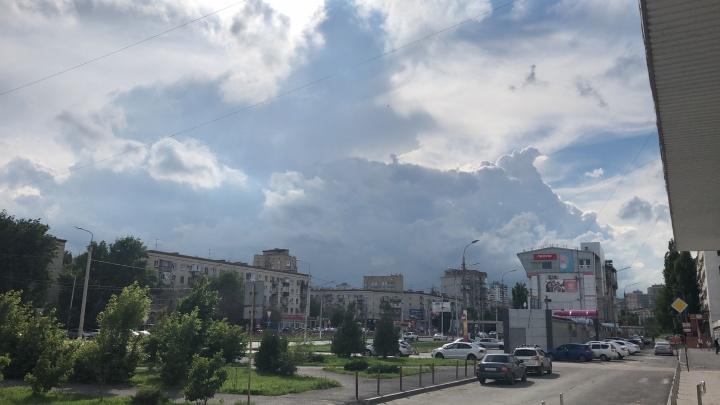 Дожди и усиление ветра: Волгоградскую область накрывает мощный грозовой фронт
