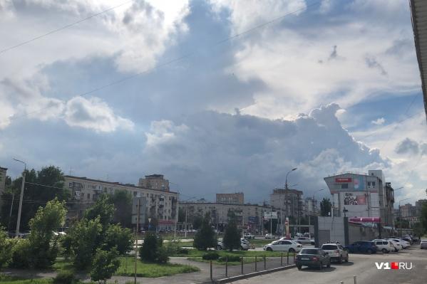 Атмосферные фронты образуют красивейшие фигуры из облаков