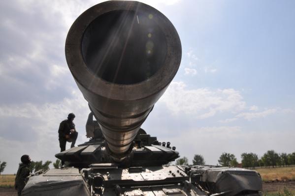 По версии инсайдеров в армии США, у самой границы сосредоточены 4 тысячи российских военных и тяжелая техника