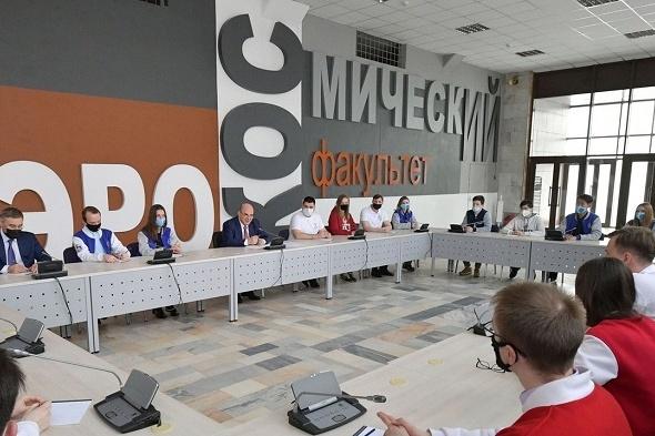Михаил Мишустин встретился с представителями четырех авиакосмических вузов