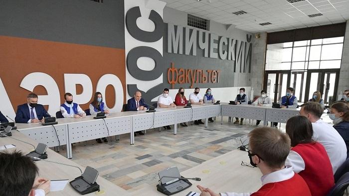 Студенты университета Решетнёва обсудили с главой кабмина господдержку учёных и программ