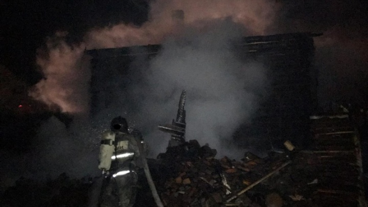 В Сагре семнадцатилетний парень вытащил из полыхающего дома трех маленьких сестер, брата и мать
