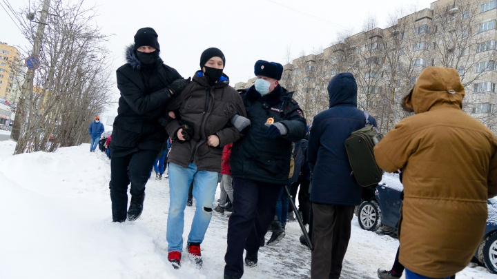 Прошагали больше 6километров: в Архангельске колонна протестующих 2часа гуляла по центру города