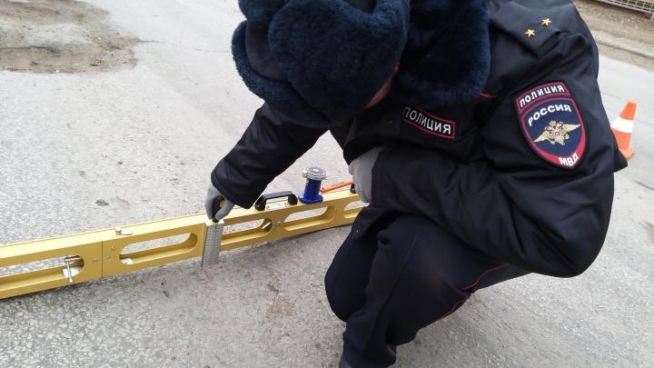 На многострадальном мосту в Красноармейском районе Волгограда «растаяли» латки: собираются пробки