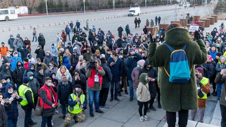 «Стало обидно»: как пожилой педагог победила страх на митинге в Красноярске
