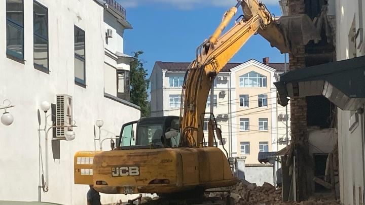 «Экскаватор ломает стену»: собственник рассказал, что будет на месте кинотеатра «Родина» в Ярославле