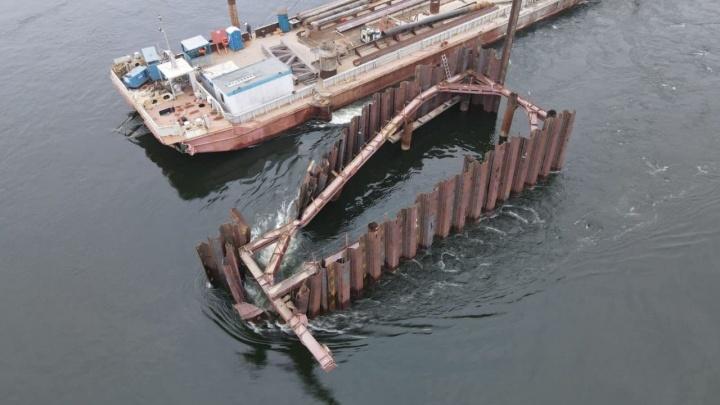 Баржа врезалась в опору строящегося Высокогорского моста на Енисее