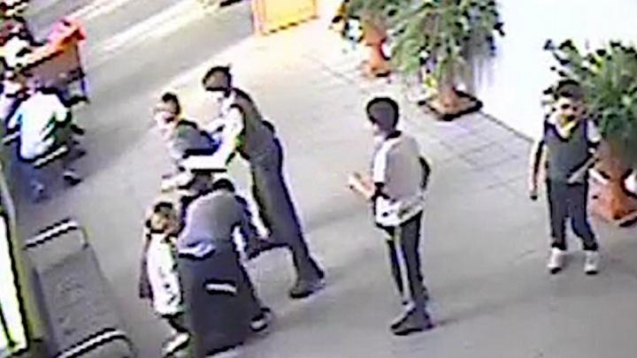 СК начал проверку из-за публикаций об избиении 8-летнего мальчика в новосибирской школе