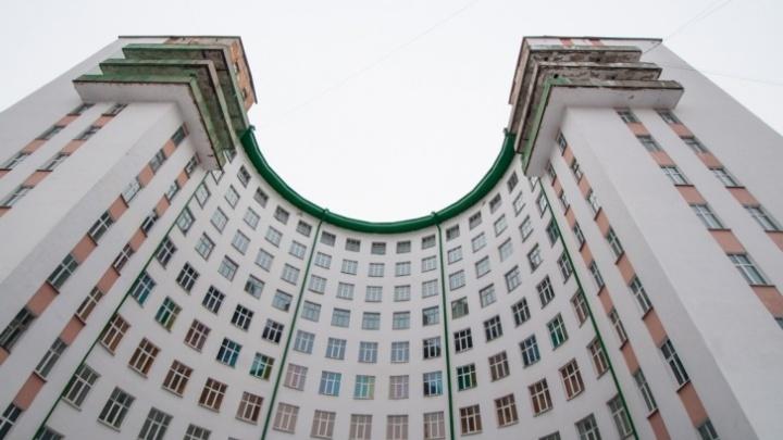 Компания, которая сносит здание ПРОМЭКТа, поборется за право восстановить гостиницу «Исеть»