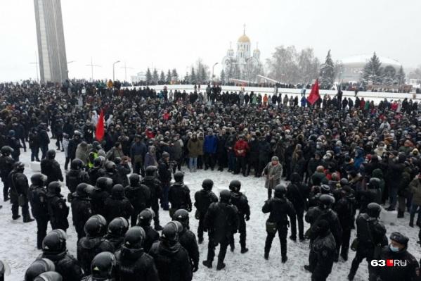 По официальным данным, в несанкционированной акции приняли участие около 1000 человек