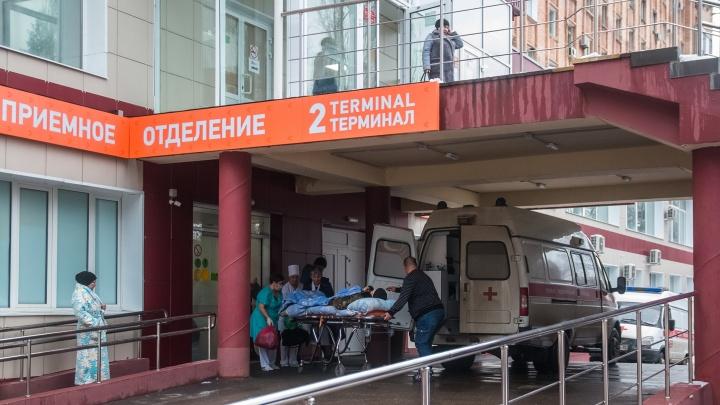 В Самаре спасатели достали из колодца мать с ребенком