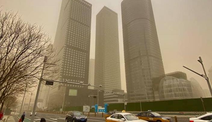 «На Марсе классно!»: живущие в Китае красноярцы рассказали, как пережили мощнейшую за 10 лет песчаную бурю