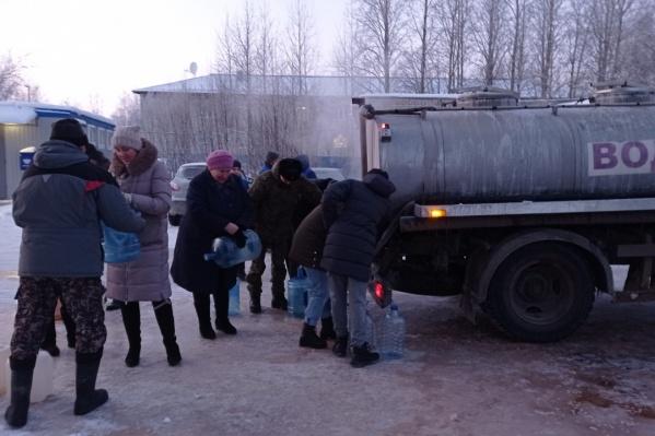 До 14 января жители деревни покупали воду в городе — привозной нельзя было даже вымыть пол