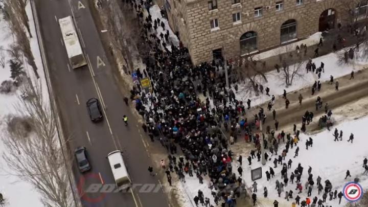 Разгон участников несанкционированной акции протеста в Волгограде сняли с высоты