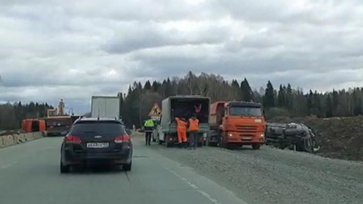 На Пермском тракте иномарка влетела в грузовик. Есть пострадавший