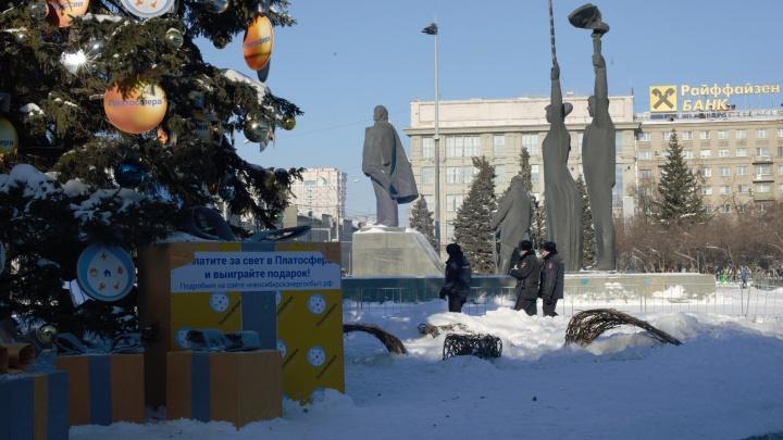 Полиция на Ленина, перекрытия и демонтаж скандального катка — что происходит в центре Новосибирска. 13кадров