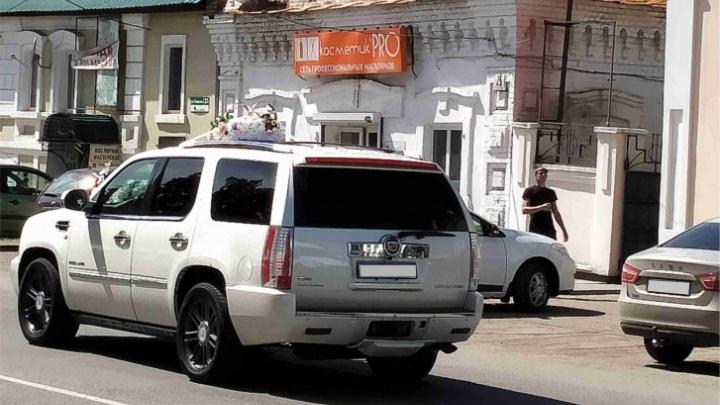 Момент наезда свадебного Cadillac на детей в Челябинской области попал на видео