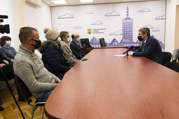 Дмитрий Морев пообещал сделать ремонт в маневренном фонде