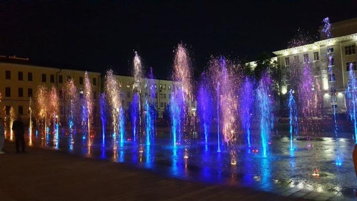 В Уфе на Советской площади запустили поющий фонтан в тестовом режиме. Уфимец снял видео