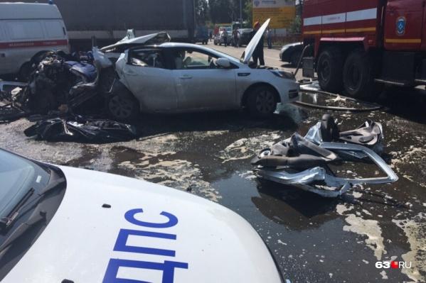 Столкновение Granta, KIA и Genesys произошло в августе 2020 года на перекрестке Кряжского и Новокуйбышевского шоссе. Погибли трое